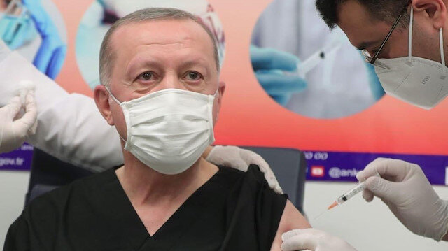 Sosyal medyada herkes onu konuştu: Cumhurbaşkanı Erdoğan'a aşı yapan doktorun kim olduğu ortaya çıktı