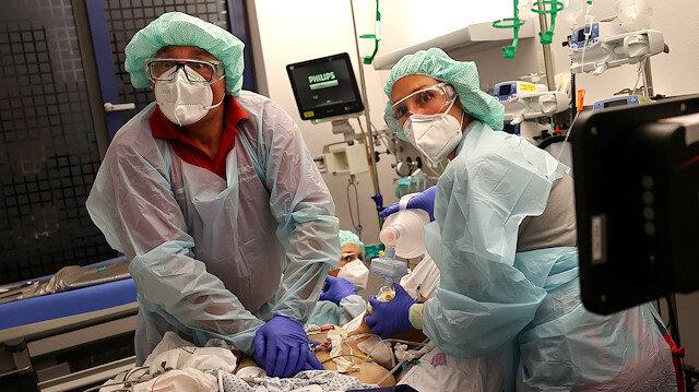 İngiliz gazeteleri çöken sağlık sistemini yazıyor: Üzgünüz hastanede yatak kalmadı