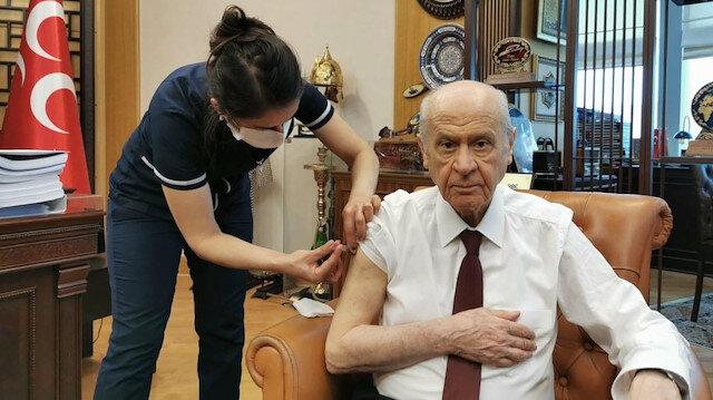 MHP lideri Bahçeli koronavirüs aşısını yaptırdı