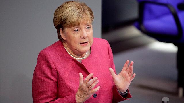 Almanya'da Başbakan Merkel'in partisinin genel başkanlığına Armin Laschet seçildi