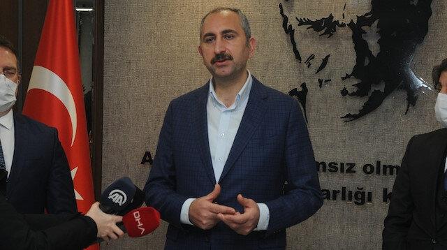 Bakan Gül İstanbul Havalimanı'ndaki adliyeyi gece yarısı ziyaret etti: Yolcular 7 gün 24 saat yargı hizmeti alıyor