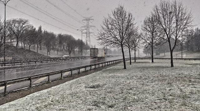 Beklenen kar geldi: İstanbul'da yağış başladı