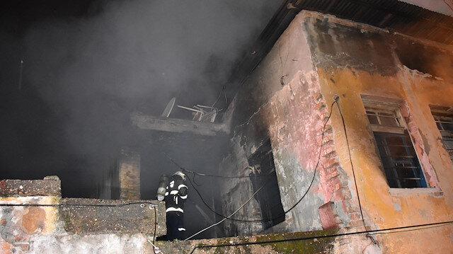 Adana'da metruk binadaki yangında, bir erkek cesedi bulundu
