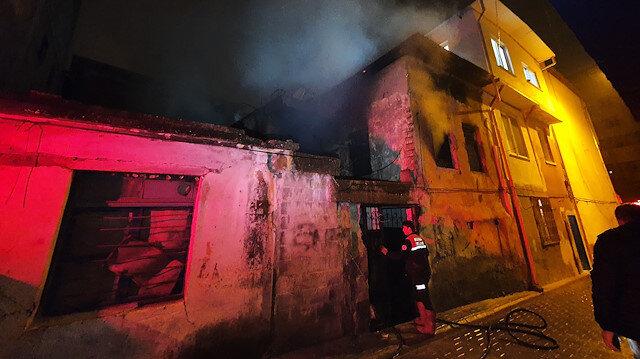 Metruk binada yandı: Hasa tespitinde erkek cesedi bulundu