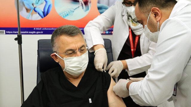 Cumhurbaşkanı Yardımcısı Fuat Oktay koronavirüs aşısı oldu