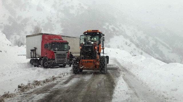 Tunceli-Erzincan kara yolu sis ve tipi nedeniyle ulaşıma kapatıldı