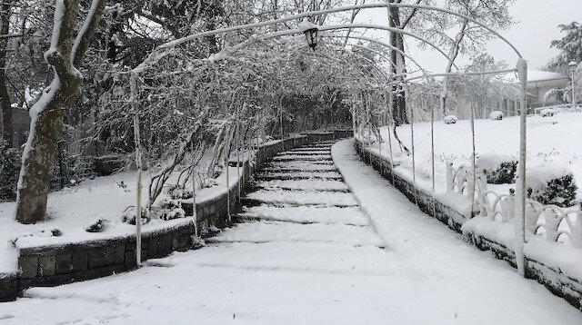 İstanbul'da kar etkisini artırdı: Çamlıca Tepesi'nde kar kalınlığı 20 santime ulaştı