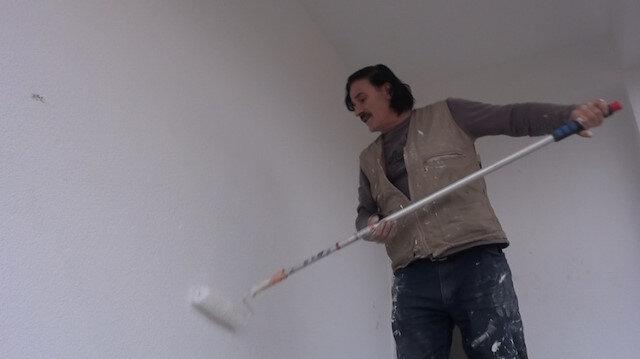 30 yıldır inşaatlarda boya yapıyordu: Çektiği klip büyük beğendi topladı