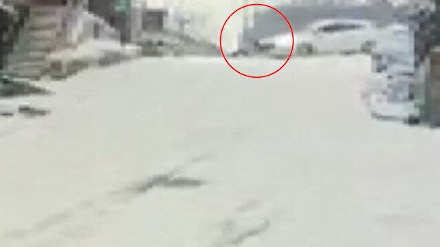 Kağıthane'de kayıp düşen kişiye otomobil çarptı: feci kaza kamerada