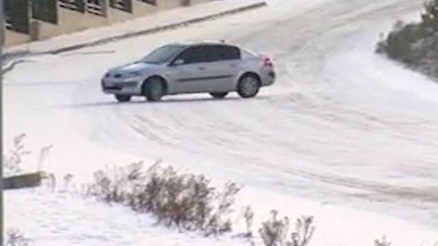 Büyükçekmece'de buz tutan yolda drift yaptılar