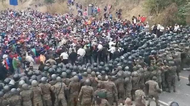 Sınırda arbede: ABD'ye gitmeye çalışan binlerce göçmene Guatemala ordusu müdahale etti