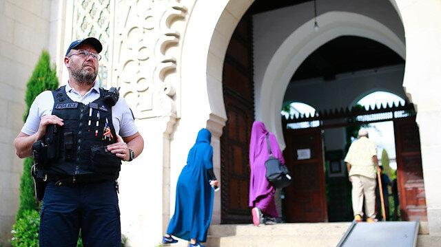 Fransa'nın yeni tasarısı ülkedeki Müslümanları ötekileştiriyor