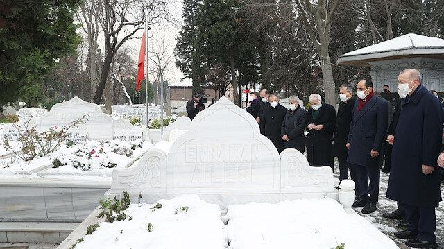 Cumhurbaşkanı Erdoğan, Necmettin Erbakan'ın mezarını ziyaret etti