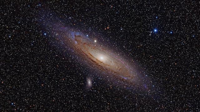 Gök bilimciler keşfetti: İki dev radyo galaksi