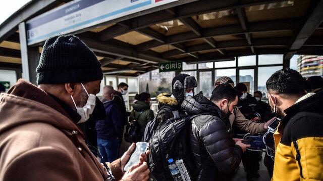 HES kodu nedeniyle İstanbul'da metro ve metrobüslerde kuyruk oluştu