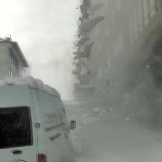 İstanbulda çatıdan düşen kar kütlesi faciaya neden oluyordu