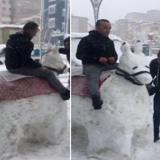 Hakkaride kardan eşek yapıp bindiler