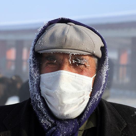 Termometrelerin -28 dereceyi gösterdiği Ağrıda vatandaşların kaşları kırağı tuttu