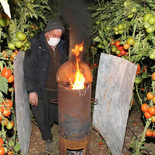 Mersinde domates üreticileri seralarında zirai don nöbeti tuttu