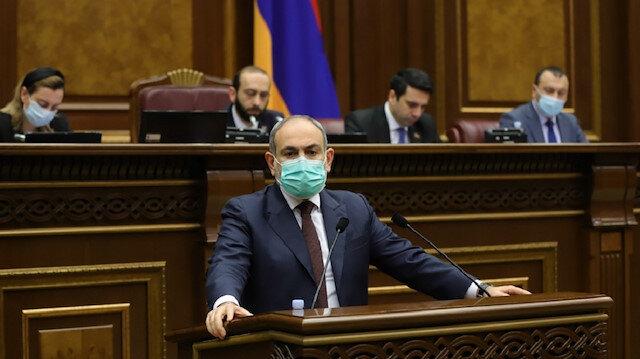 Paşinyan Ermenistan Parlamentosu'nda zırhlı yelekle konuşma yaptı