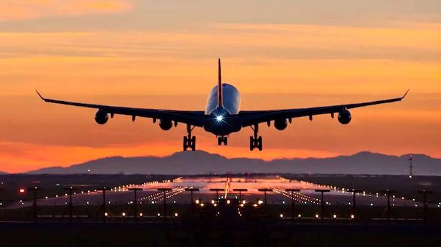 Bakan Koca açıkladı: Bir ülkeye daha uçuşlar durduruldu