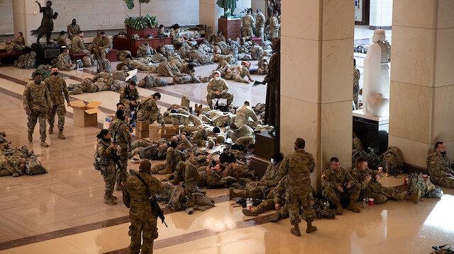 Biden'ın yemin töreni öncesi kongreye yığılan askerlerden 200'ünün Kovid-19 testi pozitif