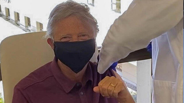 Bill Gates koronavirüs aşısı yaptırdı