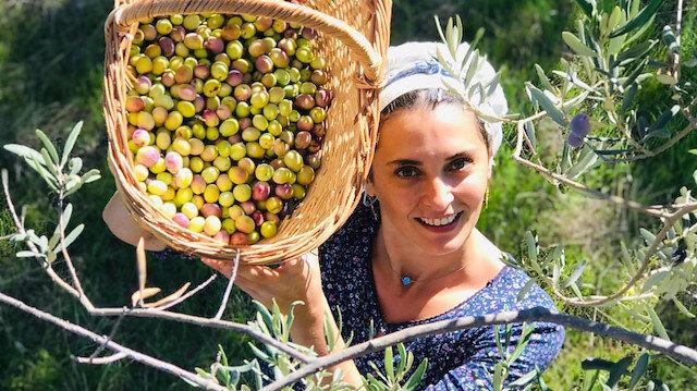 Oyuncu Aslıhan Gürbüz zeytin yetiştiriyor