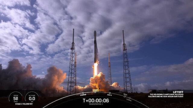 Elon Musk'ın şirketi SpaceX, uzaya tek seferde 143 uydu gönderdi