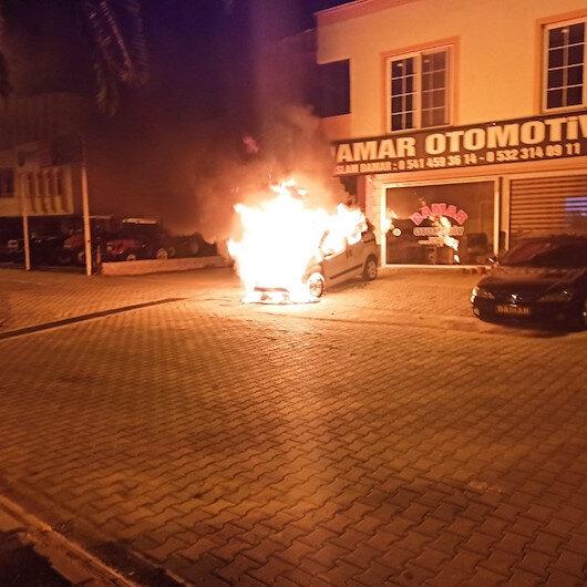 Adanada galeri önündeki satılık araç alev topuna döndü