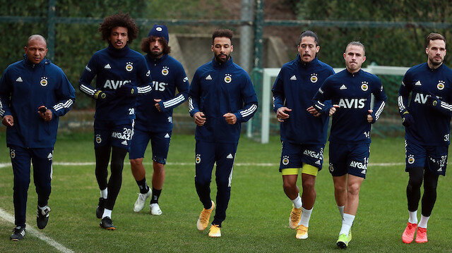 Fenerbahçe'de 5 oyuncuya yollar ayrılıyor