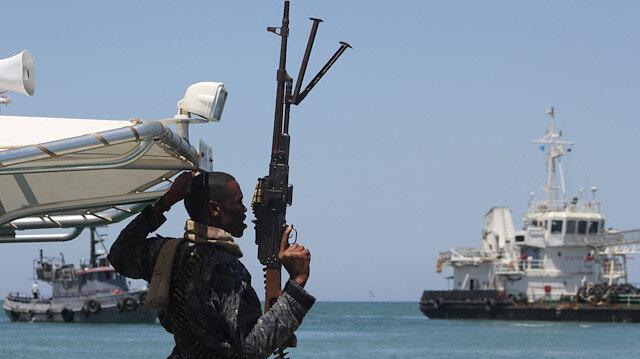 Türk gemisine korsan saldırısıyla ilgili büyükelçiden açıklama: Botlarla gideceğiz