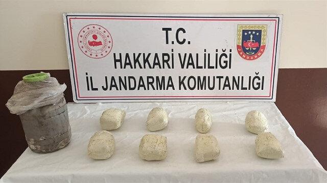Hakkari'de kara gömülü 8 kilo eroin ve 12 litre asit anhidrit bulundu