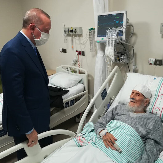 Cumhurbaşkanı Erdoğan, Şehit Fethi Sekin'in babası ile kanaat önderi Nazırlı'yı hastanede ziyaret etti