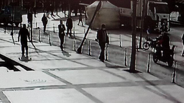 Yoldan geçen bisikletlinin üzerine aydınlatma direği devrildi