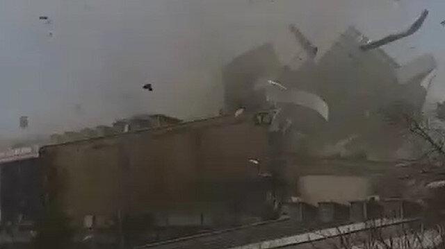 Bursa'da lodos çatıları uçurdu: Uçan çatının isabet ettiği bir vatandaş yaralandı