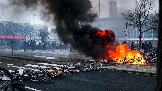 Hollanda'da koronavirüs tedbirleri şiddet olaylarına dönüştü