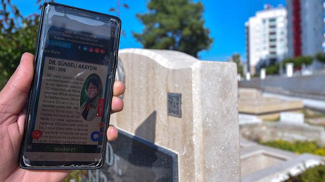 Mezar taşları da 'karekod'landı: Vefat eden kişinin özgeçmişi videosu fotoğrafları şiir dua gibi görselleri ekranda izleme kolaylığı sağlıyor