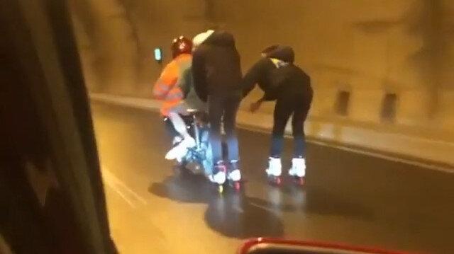 Patenli iki gencin motosikletin arkasına takılması kazaya davetiye çıkardı