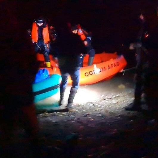 Baraj gölünde mahsur kalan balıkçıları AFAD kurtardı