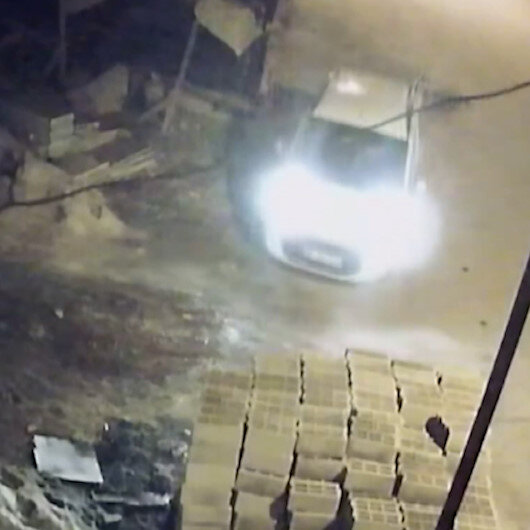 Aracın plakasını çamurla kapatan hırsızlar yakayı ele verdi