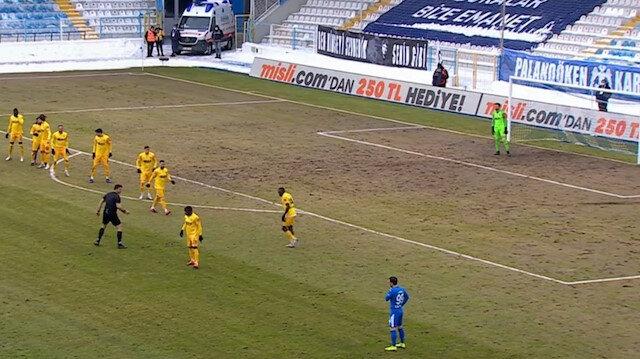 Süper Lig'de tepki çeken görüntü: Saha değil tarla