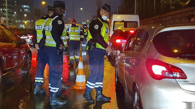Yasak saatine yetişemeyenler sokakta kaldı Fransız polisinden ceza yağdı