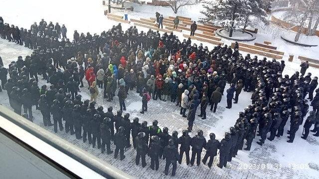 Rusya'da Navalnıy gösterilerinde sadece Pazar günü binlerce kişi gözaltına alındı