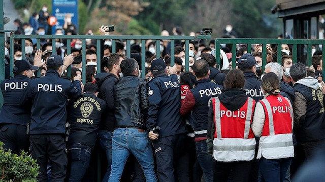 Boğaziçi Üniversitesi'nde provokatörler polise saldırdı: Rektörlük binasını ablukaya aldılar