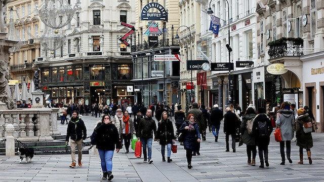 Avusturya'da koronavirüs tedbirlerini ihlal edenlere 90 avro para cezası