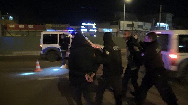 """Kısıtlamada sokağa çıktılar """"Siz bize ceza yazamazsınız"""" diyerek polise hakaret ettiler"""