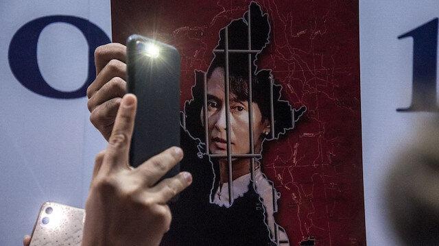 Myanmar'da askeri cunta mobil internete erişimi askıya aldı