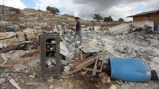 İşgalci İsrail Filistinli aileye evini kendi elleriyle yıktırdı