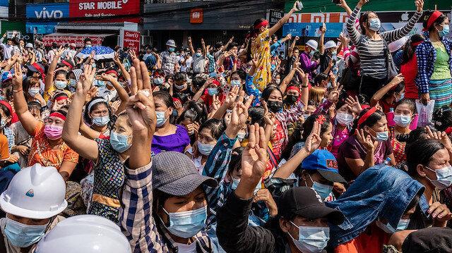 Myanmar'da askeri cunta internet erişimini askıya aldı